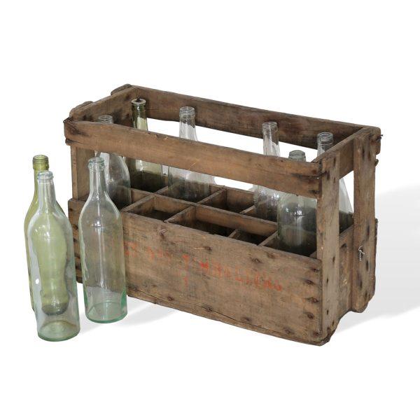 Cassetta antica con bottiglie francomario