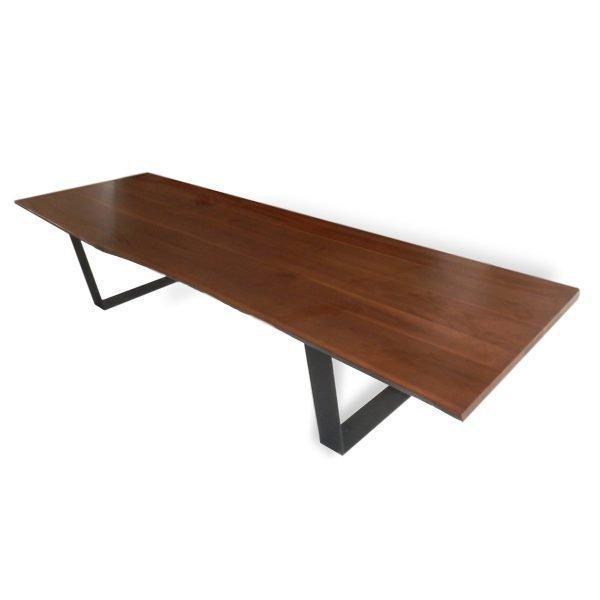 Tavolo rettangolare con piano in noce canaletto con basamento in metallo Francomario