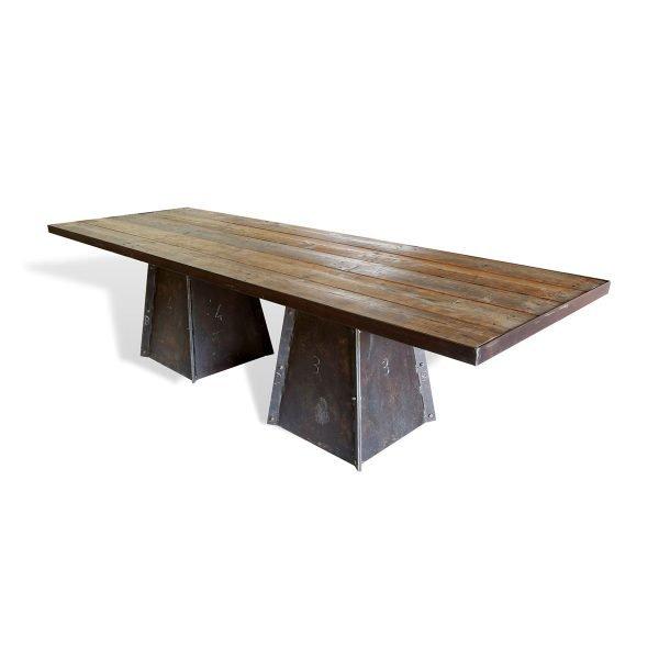 Tavolo vintage con basamenti in ferro e piano composto da vecchie assi di legno